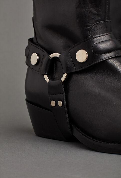 AREA : Last Pieces color Black
