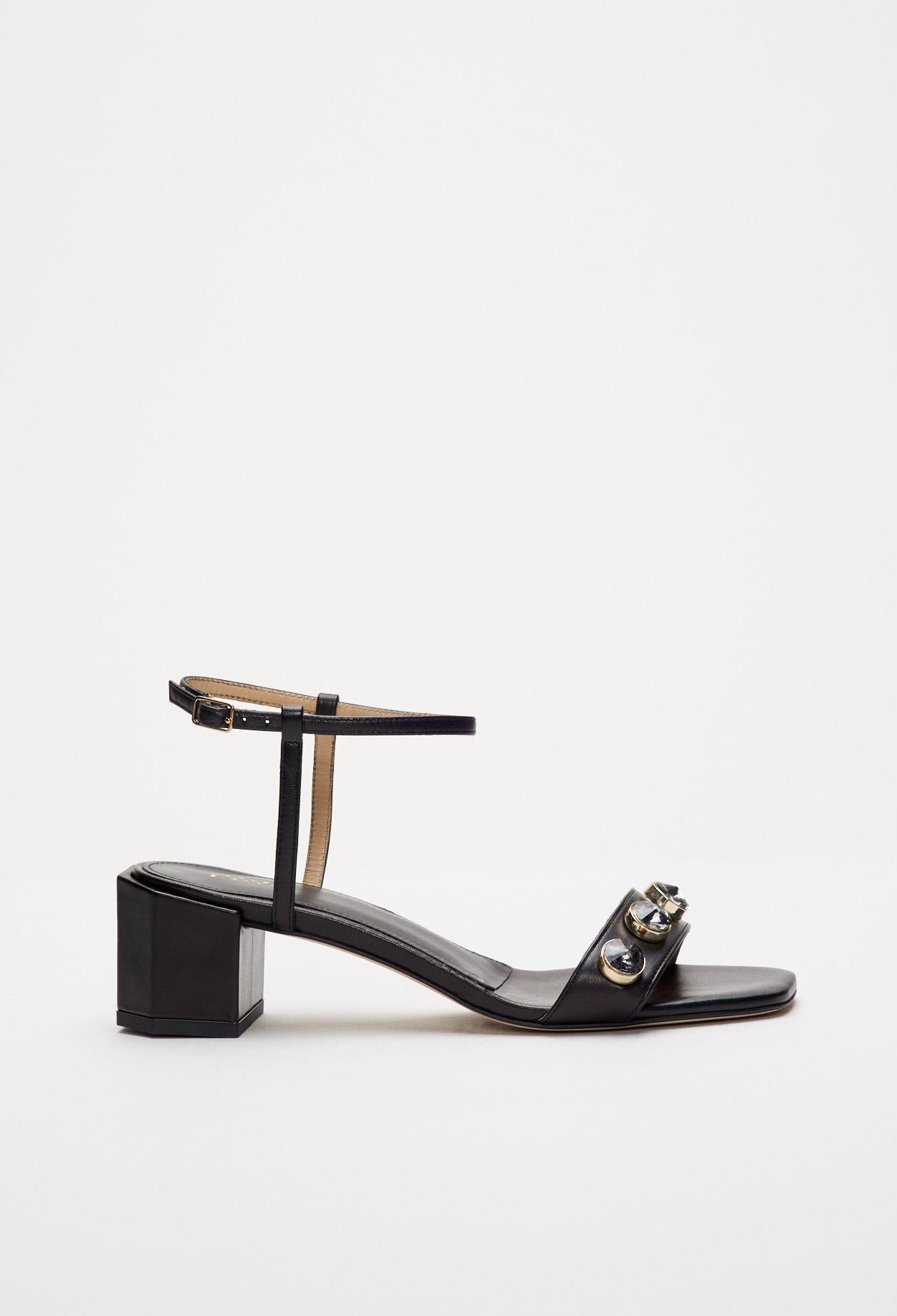 Summer sandals with square heels